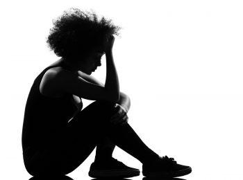 """Una mamma ci scrive: """"A 16 anni mia figlia va dal fidanzato? Posso fermarla?"""""""