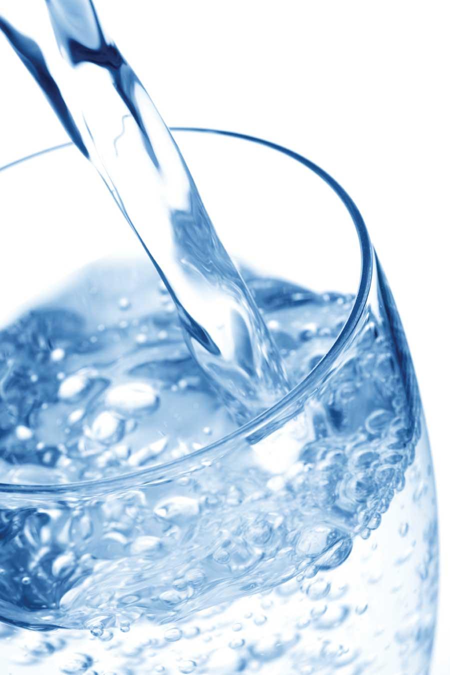 Bottiglie, filtri, rubinetto