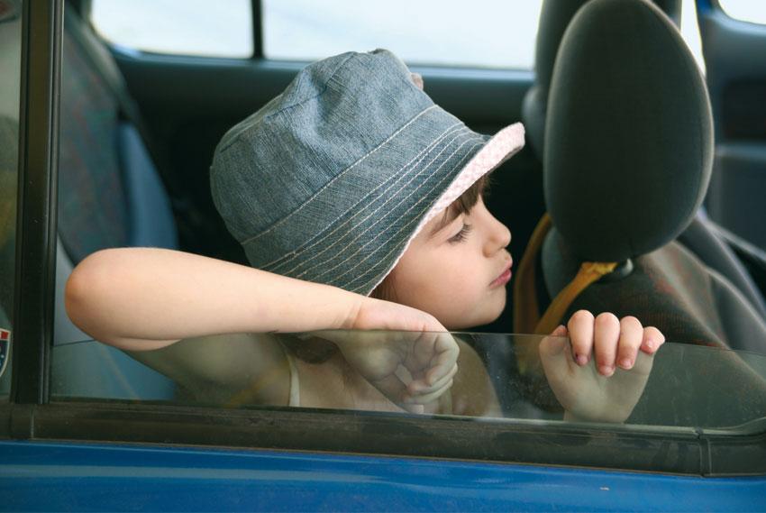 Non lasciate i bimbi in macchina!