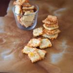 Prepariamo i cracker al formaggio
