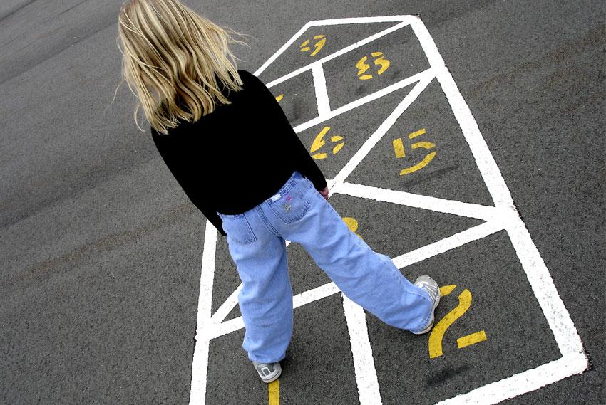Vietato giocare in cortile: cosa dice la legge