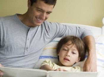 Favole della buonanotte? I migliori a leggerle sono i papà!