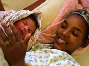 In Etiopia un'app per rendere sicuro il parto in casa