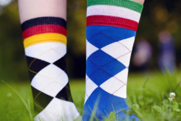 La giornata dei calzini spaiati giovani genitori - Calzini per piscina ...