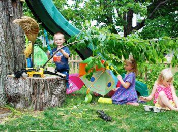 Fate giocare i bambini in giardino!