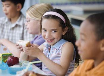Pro o contro la mensa scolastica? Una sentenza riconosce il diritto di portare il pranzo da casa