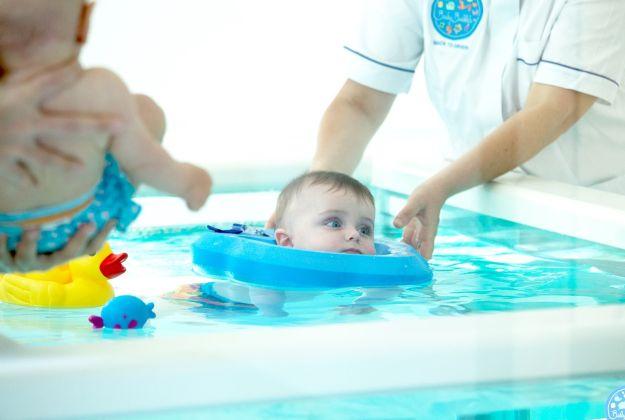 Sport e piscine giovani genitori for Piscina comunale asti