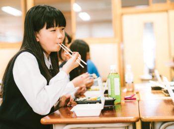 Come è il pranzo a scuola per i bambini nel mondo
