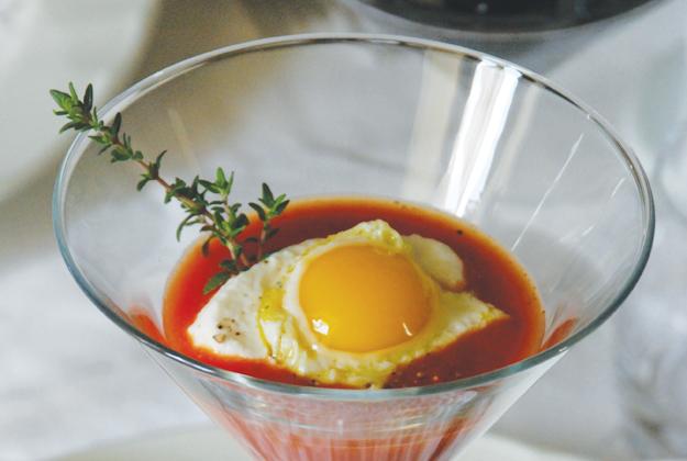 Cuciniello crema di pomodoro con ricotta di capra e scottata di uovo di quaglia