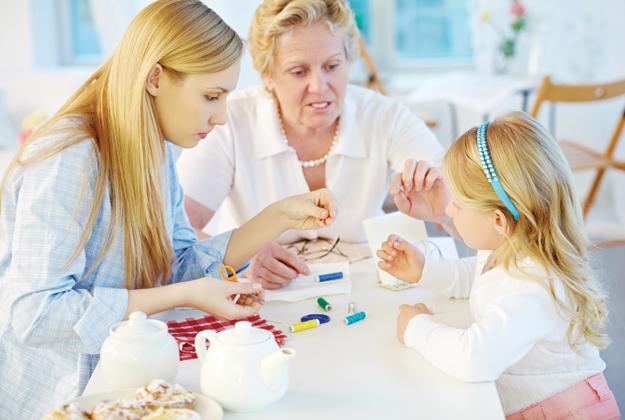 Nonni o babysitter? Ecco il dilemma per i neo genitori