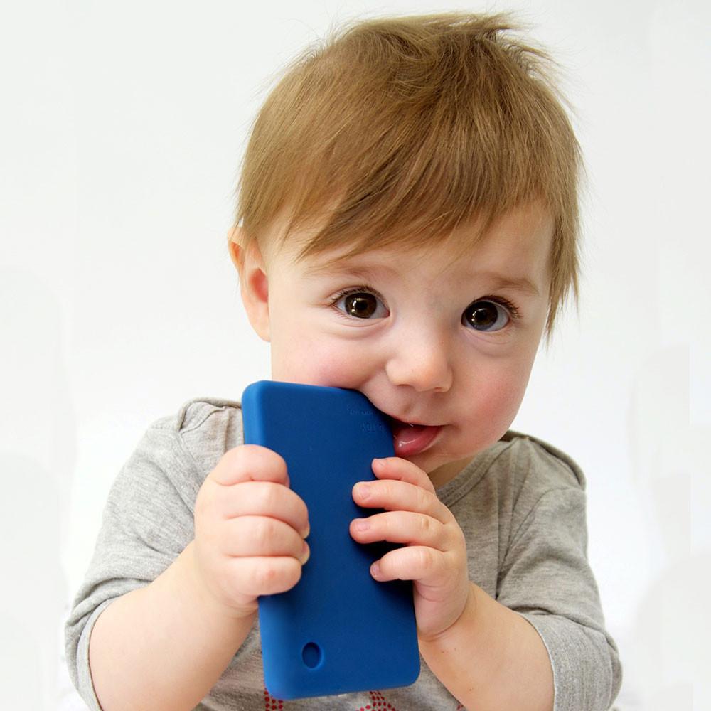 """""""Mamma, papà, voglio il telefonino"""". Esiste il momento giusto?"""