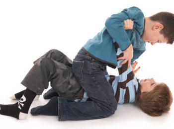La lotta tra i bambini: quando finisce il gioco?