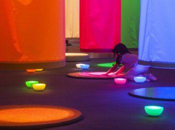 Colore. Giocare con la luce alla scoperta del colore