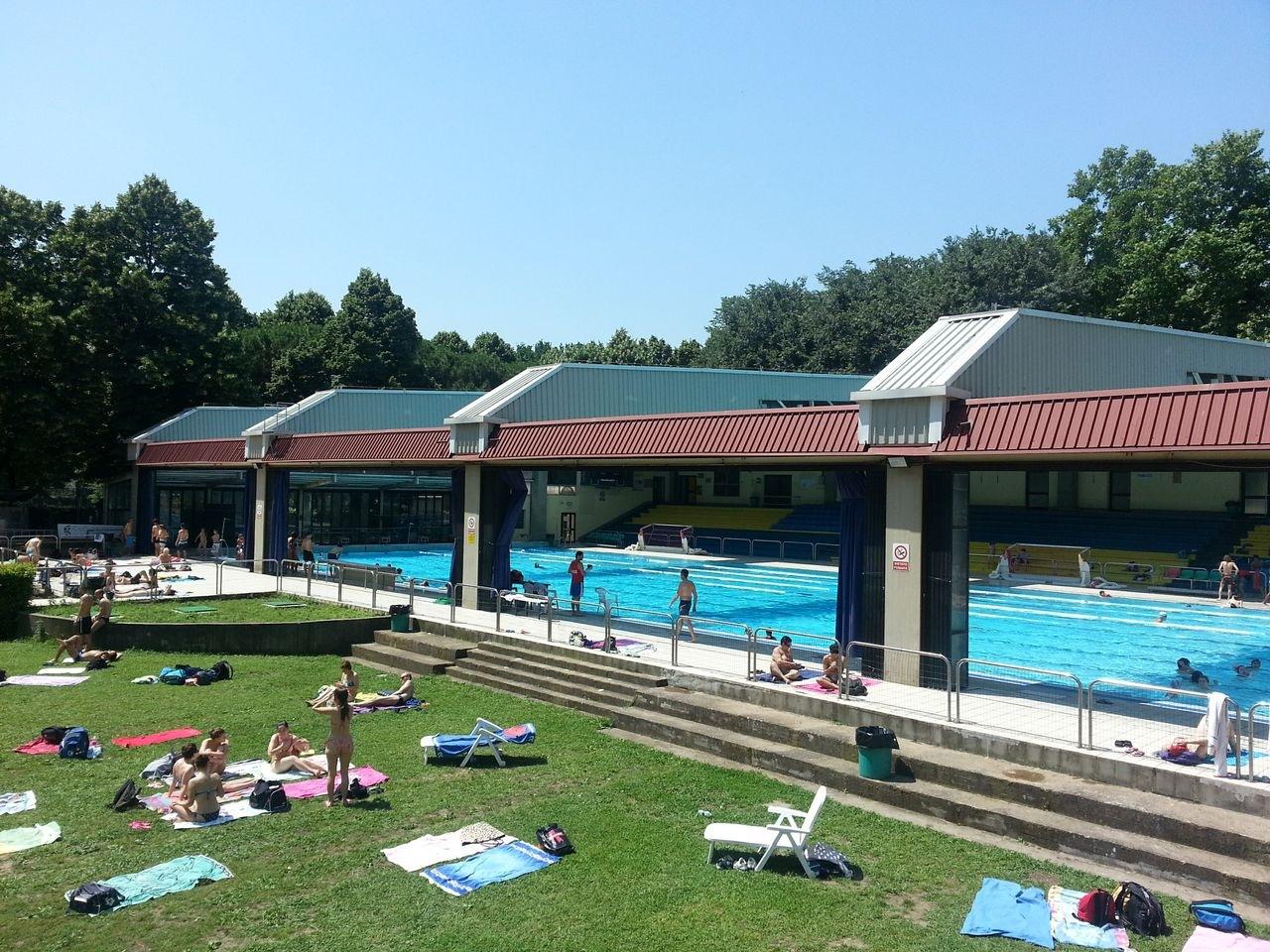Piscina di bellariva con ampie vetrate e parco - Ipoclorito di calcio per piscine ...