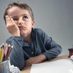 Uno spettro si aggira per le case: i compiti dei bambini