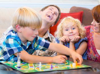 Giochiamo insieme: giochi di società con i bambini