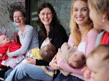Gruppo mamma-bambino in casa maternità
