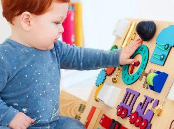 Costruiamo il pannello sensoriale e I capricci dei bambini