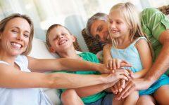 GG yoga della risata genitori e figli