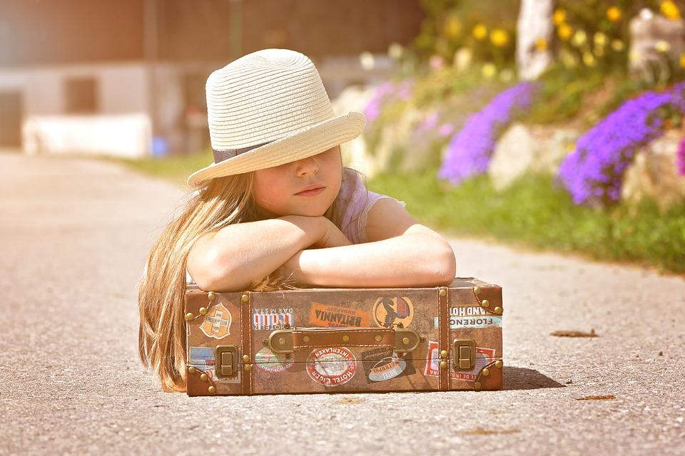 La valigia delle vacanze: nove consigli per viaggiare (leggeri) con i bambini