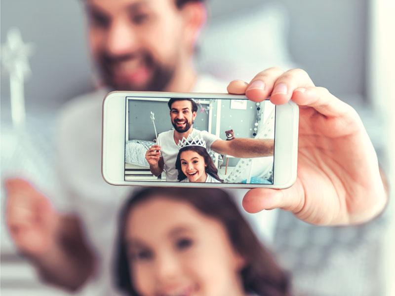 GG genitore con smartphone3