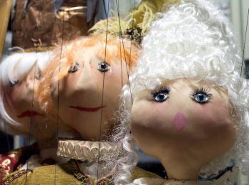 Teatro Colla con le sue marionette sul palco di novembre
