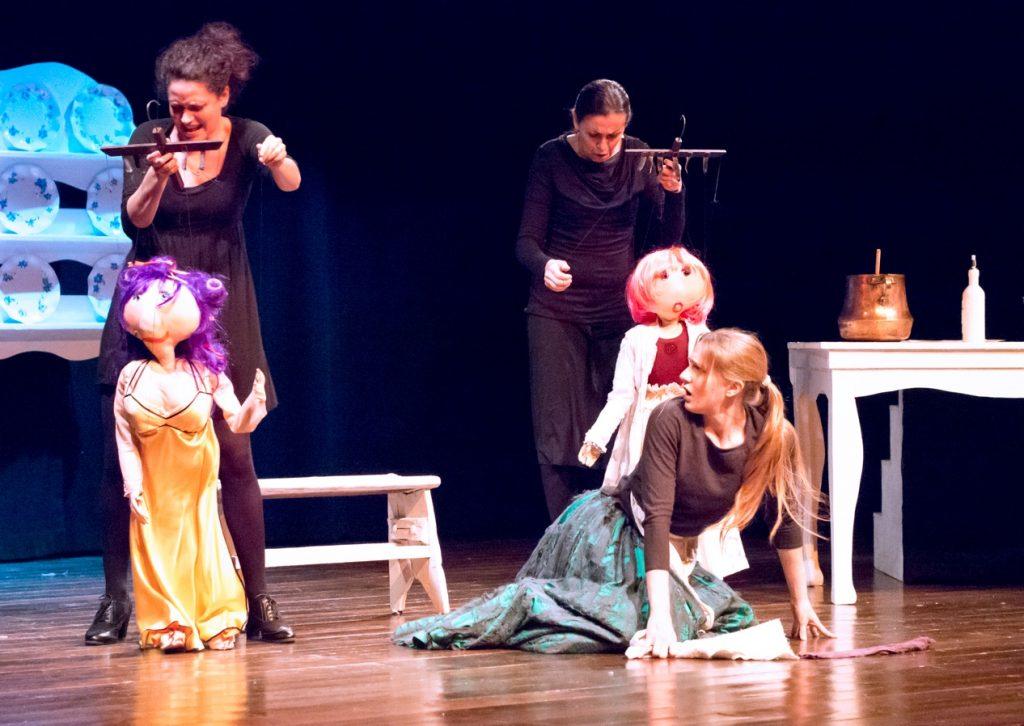 GG teatro colla marionette sul palco di novembre1