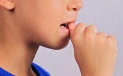 smettere di mangiare le unghie