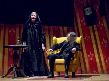 Teatro Colla con le sue marionette sul palco di dicembre