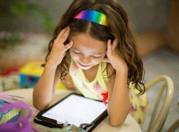 Niente tablet fino ai 2 anni: le linee guida dei pediatri italiani