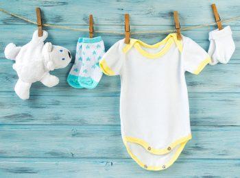 Vestiti per neonati: consigli per non sbagliare l'acquisto