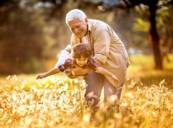La Svezia riconosce lo stipendio ai nonni che si prendono cura dei nipoti