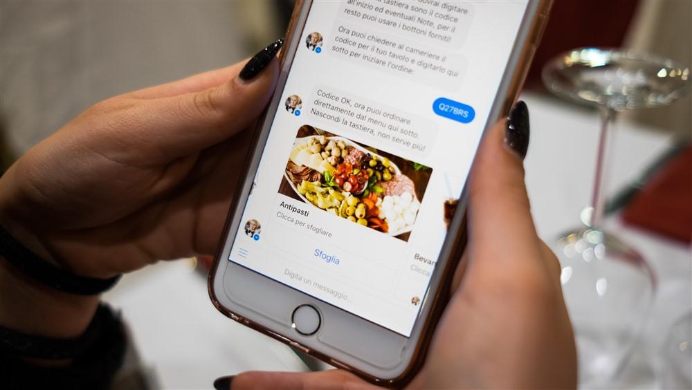 Ordinare al ristorante direttamente dalla chat. Con Passbot si può