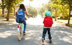 a scuola a piedi o in bicicletta