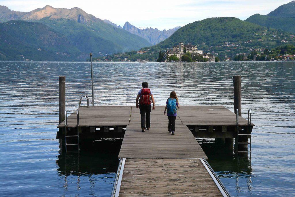 Lago con bambini