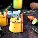 Smoothie ananas, mango e rosmarino