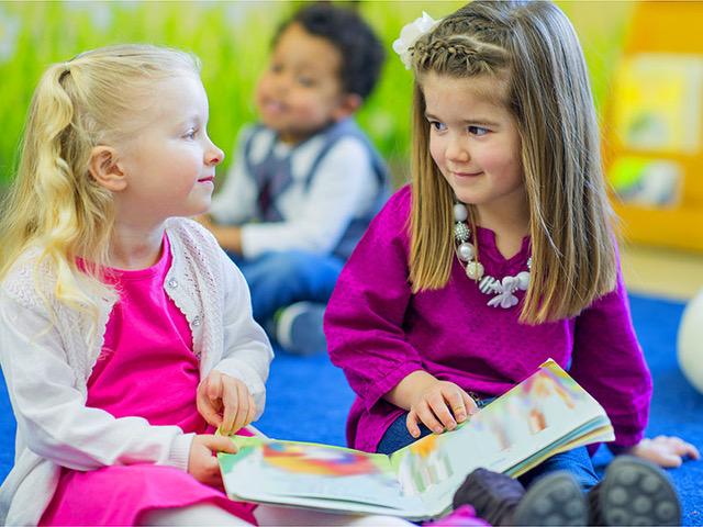 Amicizia alla scuola materna: tra saluti nostalgici e nuovi legami