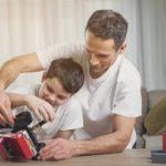 Non lo butto, lo aggiusto: l'arte di riparare i giocattoli rotti
