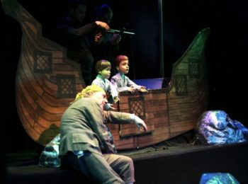 Teatro Colla sul palco di dicembre con le sue marionette