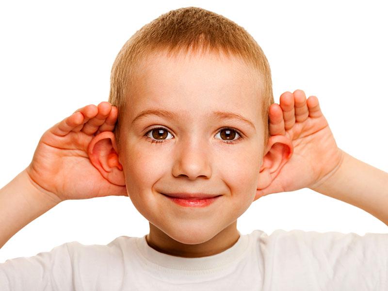 Bambini con le orecchie a sventola