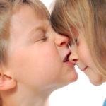 Bambini che mordono: perché e cosa fare