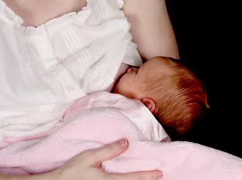 L'allattamento fa bene anche alla mamma: ecco i benefici