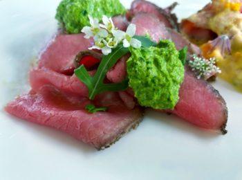 Roast beef all'inglese con riduzione di rucola
