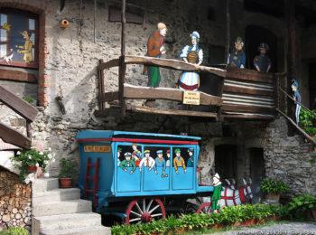 Vernante: il libro di Pinocchio sui muri delle case