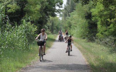 Bimbi e bici: i consigli per una vacanza su due ruote