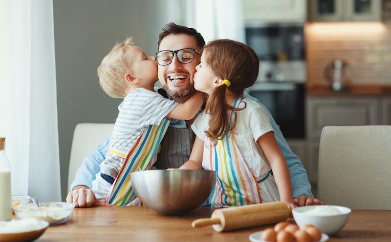 Nobiltà e vergogna di fare il papà casalingo